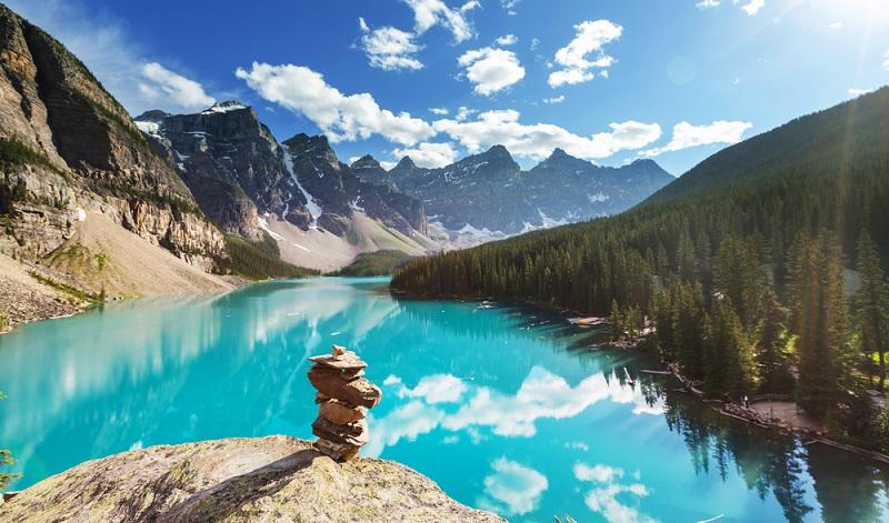 Nachhaltiger Tourismus orientiert sich an den wirtschaftlichen Erfordernissen, an dem sozialen Umfeld und auch an der natürlichen Ästhetik der verschiedenen Regionen. Tatsächlich interessieren sich inzwischen sehr viele Touristen für die Umwelt und für das nachhaltige Reisen. (#01)