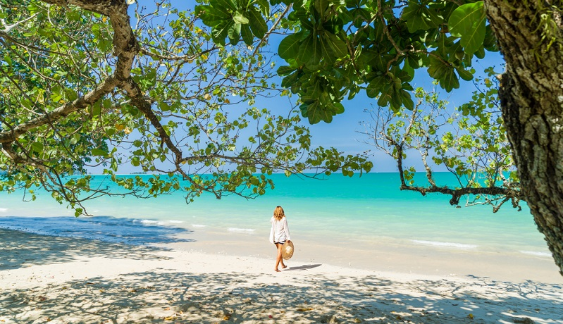"""Wer es nur auf warme Temperaturen abgesehen hat, der kann das ganze Jahr über seinen Urlaub """"Khao Lak"""" buchen und in den Traumurlaub reisen. (#01)"""