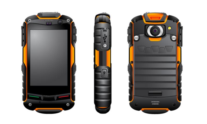 "Nahezu alle Outdoor-Smartphones ""Militärstandard"" sind griffsicher. ( Foto: Shutterstock- AVitko )"