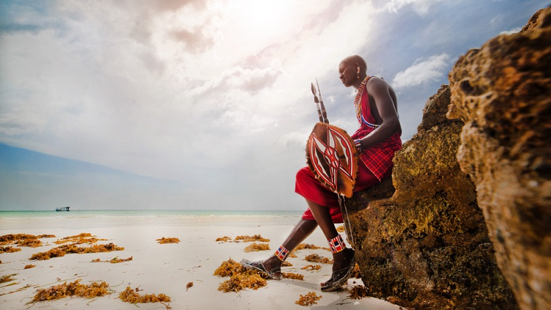 Indigene Völker werden vorgeführt und passen sich eher dem westlichen Lebensstil an, eigene Lebensstile gehen verloren. ( Foto: Shutterstock-Juliya Shangarey  )